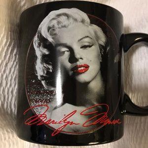 "☕️20 oz. ""MARILYN MONROE"" Coffee Mug ((NWOT!!))☕️"